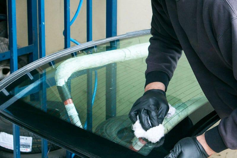 nambour mechanic doing windscreen repairs sunshine coast